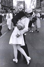 Kissing on VJ Day - Times Square